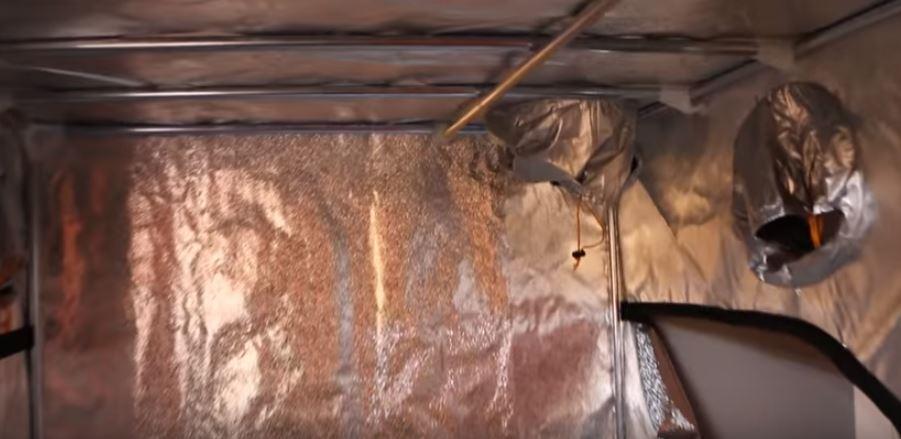 Detalle en imagen del interior del Dark Street Armario.